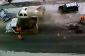 Асфальт укладывают прямо в снег (видео)
