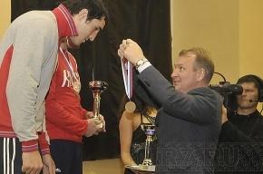 Медведев наградил главу петербургского спорта