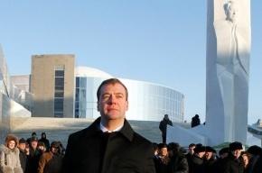 Медведев открыл памятник Ельцину