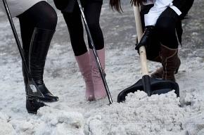Десант девушек с лопатами