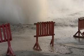 Ночью на улице Сикейроса прорвало трубу диаметром 500 миллиметров
