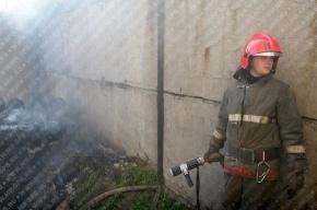 Пожарные вытащили из горящего помещения на Ждановской 2 газовых баллона