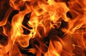У метро «Ломоносовская» горит магазин