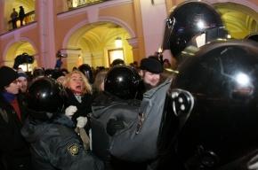 ГУВД: в Петербурге на акции у Гостиного двора задержаны 69 человек