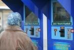 Молодой человек испортил клеем лотерейный ларек у «Приморской»: Фоторепортаж