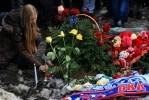 Фанаты возложили цветы к месту гибели Марины Малафеевой: Фоторепортаж