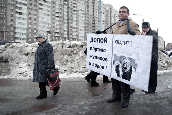 Жители дома № 15 по улице Ильюшина против Треста № 4: Фото