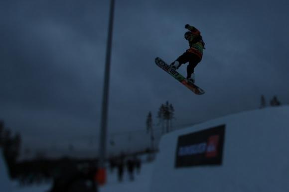 Звезды сноубординга показали высший пилотаж на фестивале в Игоре: Фото