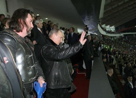 Путин сходил с байкерами на футбол: Фото