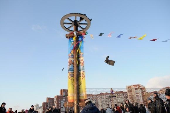 В парке 300-летия Санкт-Петербурга прошла Широкая Масленица: Фото