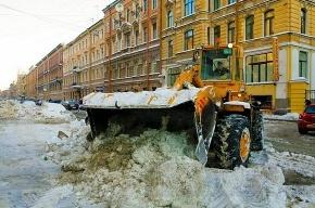 На Васильевском острове перевернулся грузовик со снегом