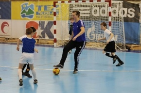 30-летняя петербурженка стала для мальчишек футбольным авторитетом