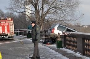 Умерший от остановки сердца водитель протаранил ограду на Воробьевых горах в Москве