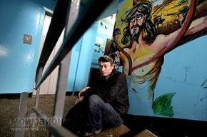 Христа в подъезде нарисовали за пару ночей