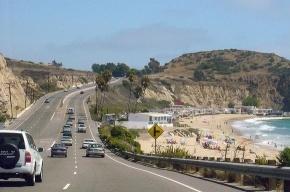 В Калифорнии в океан обрушился участок шоссе