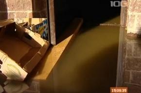 Жителям Октябрьской набережной праздник испортила неисправная канализация