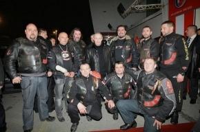 Путин сходил с байкерами на футбол