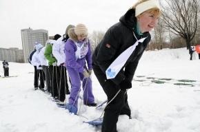 По парку Интернационалистов бегали лыжники в галстуках