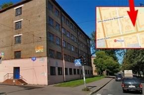 В Петербурге маршрутка врезалась в дом, пострадали четверо