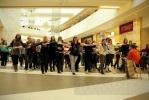 Москвичи устроили флэшмоб в торговом центре Петербурга: Фоторепортаж