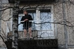 Фоторепортаж: «На Энергетиков раздетого мужчину снимали с четвертого этажа»