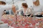 Фоторепортаж: «В Купчино на Пасху съели трехтонный кулич (Фото)»