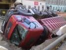 На Гороховой грузовик ушел под землю: Фоторепортаж