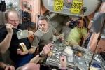 Фоторепортаж: «Военные медики покажут уникальные космические документы и оборудование»