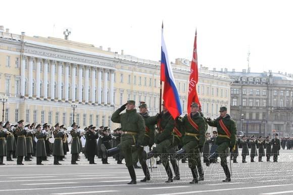 На Дворцовой площади репетировали парад: Фото