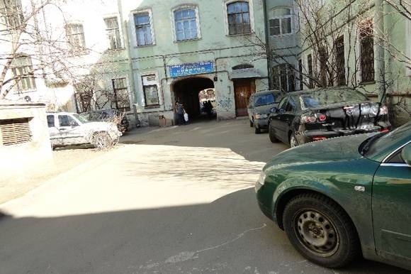 Двор на улице Чайковского привели в порядок после публикации «ЯРепортера»: Фото