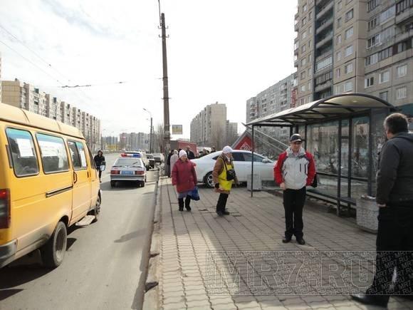 При ДТП на остановке пострадала пенсионерка: Фото