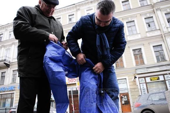 Глава комитета по культуре отмыл Достоевского: Фото