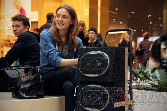 Москвичи устроили флэшмоб в торговом центре Петербурга: Фото