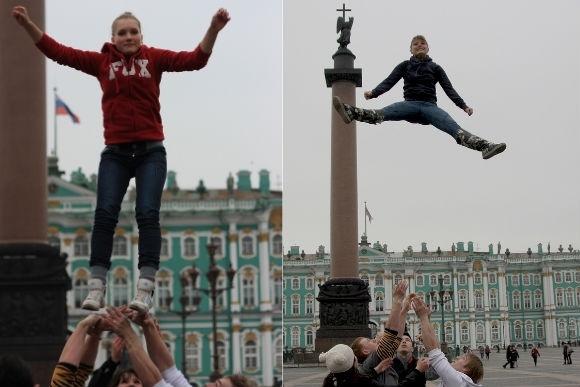 На Дворцовой площади летали молодые люди: Фото