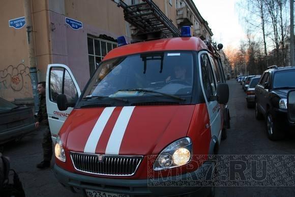 На Энергетиков раздетого мужчину снимали с четвертого этажа: Фото