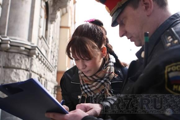 Молодогвардейцы не решились надеть платья в знак протеста против военной формы: Фото