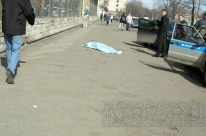 На улице Одоевского из окна выпала женщина