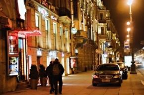 Машины с «блатными» номерами паркуются на Невском, где хотят