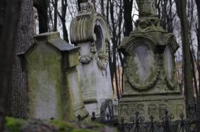 Надгробные плиты с Большой Конюшенной улицы спрятаны в надежном месте