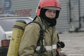 В Шушарах пожарные вытащили из горящей квартиры мужчину