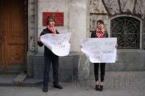 Молодогвардейцы не решились надеть платья в знак протеста против военной формы