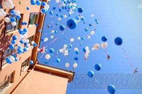 Петербургские дети сыграли в мини-волейбол и выпустили в небо бумажных журавликов