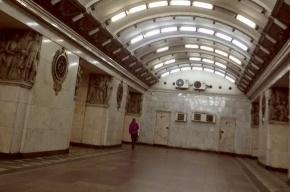 В петербургском метро женщина прыгала на рельсы