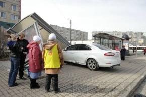 При ДТП на остановке пострадала пенсионерка