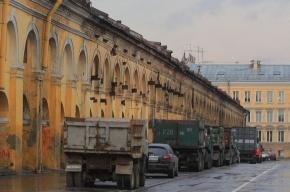 Скачущие по ямам грузовики разрушают дома и психику жильцов