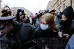 Задержание активистов ДСПА и анархистов около БКЗ «Октябрьский»: фоторепортаж: Фоторепортаж