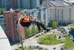 Фоторепортаж: «Экстремалы прыгали с крыши 100-метрового небоскреба в Петербурге»