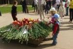 Фоторепортаж: «Дети возложили цветы к Вечному огню на Марсовом поле»
