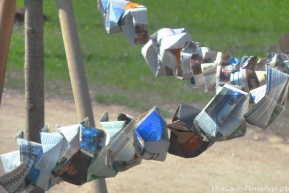Бумажные кораблики на Светлановской площади – напоминание о Блокадной Мадонне: Фото