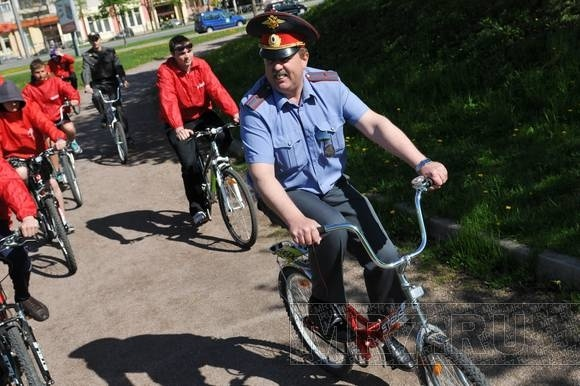 Участковые в Купчино пересели на велосипеды: Фото